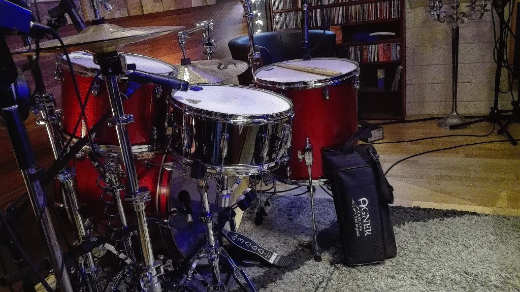 gretsch-drums-and-agner-sticks